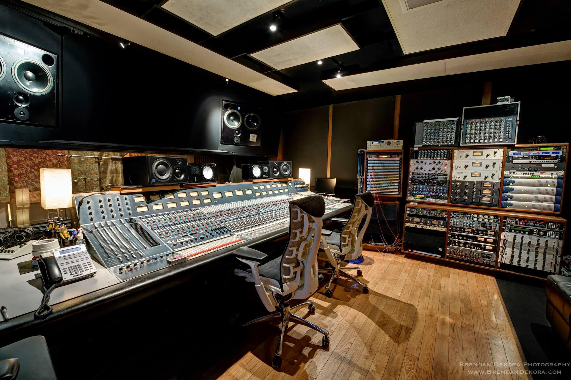 SCM300ASL Pro | ATC Loudspeakers